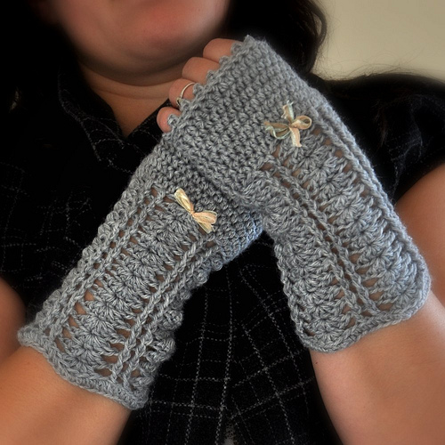 crochet warmers with a bow