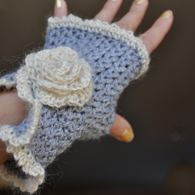 crochet fingerless mittens with a rose