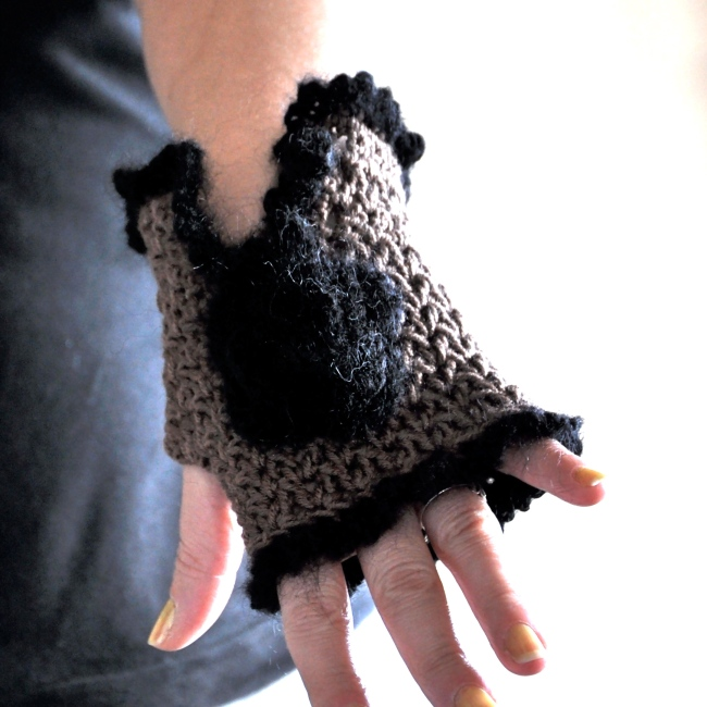 crochet mittens with a flower