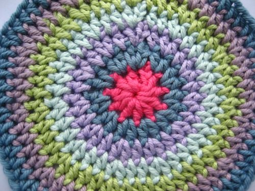 how to make flat crochet circle