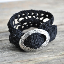 photo of the crochet cuff