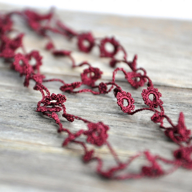 photo of the flower necklace in maroon