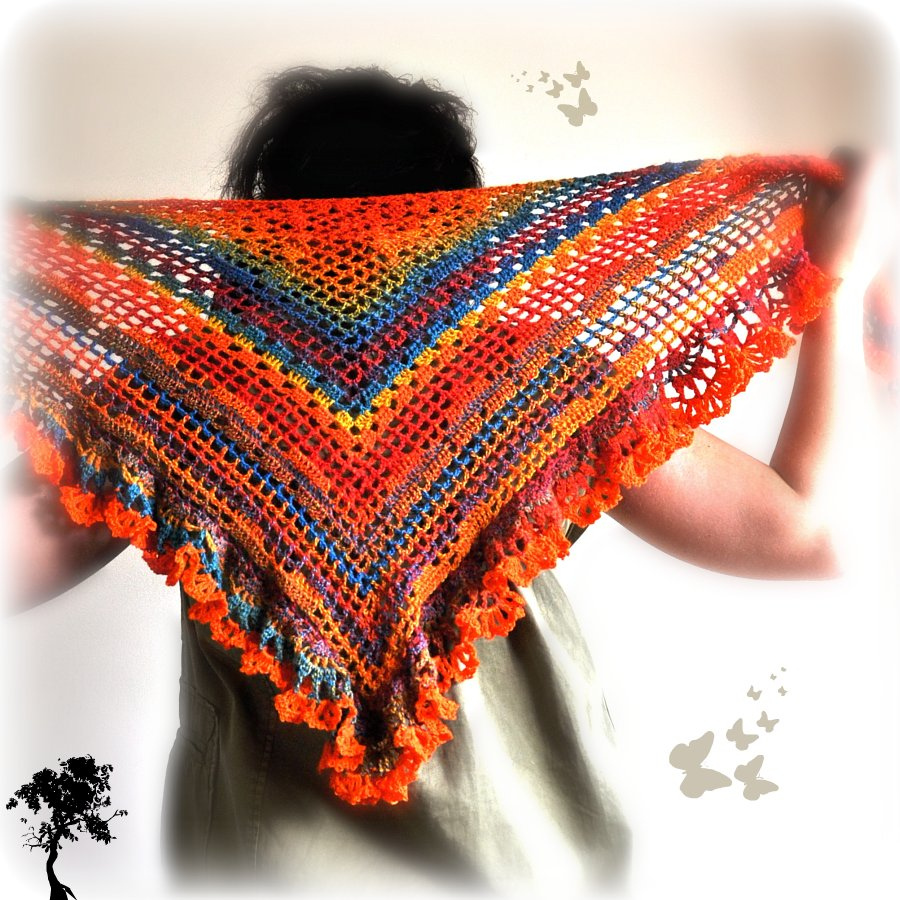 triangular crochet shawl in crazy fox colors my place on earth. Black Bedroom Furniture Sets. Home Design Ideas