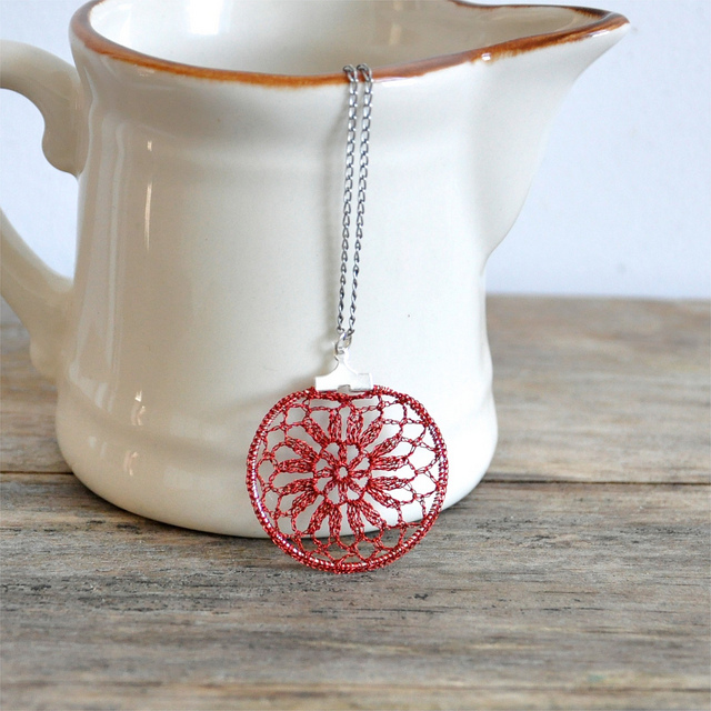 delicate_crochet_red_lace_necklace_2